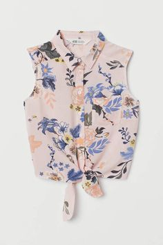 Shop online for cool clothes for girls aged 8 to 14 at H&M. From stylish denim to cute tops, dresses and more, find great outfits for school and weekends. Cool Girl Outfits, Casual Outfits, Fashion Outfits, Womens Fashion, Crop Top Outfits, Girls Wear, Fashion Company, Bikini Tops, Espadrilles