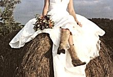 Cobblestone Farms, Traverse City's newest wedding venue on 10 beautifully fenced acres complete with a 100 year old farmhouse and an amazing old west country theme styled barn for that perfect wedding.