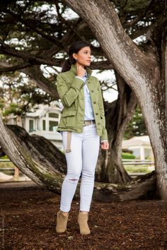 white jeans and green military jacket outfit for the coast - find more outfit inspiration at Stylishlyme.com