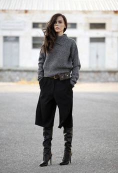 Discover and organize outfit ideas for your clothes. Decide your daily outfit with your wardrobe clothes, and discover the most inspiring personal style How To Wear Culottes, Culottes Outfit, Mode Chic, Mode Style, Style Me, Mode Outfits, Winter Outfits, Fashion Outfits, Fashion Trends