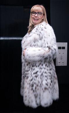 Шубы в Милане Christian Ghelmеtti из рыси,соболя,норки - шоппинг в Милане Fox Fur Coat, Fur Coats, Sheepskin Coat, Snow Queen, Fur Fashion, Angelina Jolie, Mantel, Faux Fur, Sexy Women