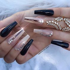 Unhas artísticas, unhas decoradas, unhas com pedras e adesivos de unhas 2018 Gorgeous Nails, Love Nails, Fun Nails, Fabulous Nails, Cute Nail Designs, Acrylic Nail Designs, Bling Nails, Glitter Nails, Gold Stiletto Nails