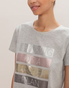 At Stradivarius you'll find 1 Top with text message for woman for just 7.99 £ . Visit now to discover this and more T-SHIRTS.