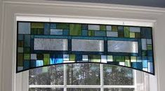 stained glass valance - many, many ideas for window and just decoration Stained Glass Suncatchers, Stained Glass Crafts, Stained Glass Designs, Stained Glass Panels, Stained Glass Patterns, Mosaic Glass, Fused Glass, Mosaic Mirrors, Window Panels