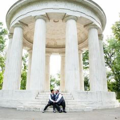 A kiss on the steps of the World War II memorial in #DC! An outdoor yet intimate #weddingvenue idea <3 {Robin Shotola Photography & Design}