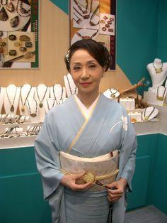 岩下志麻 Yukata, Kimono, Sari, Japanese, Costumes, Fashion, Saree, Moda, Japanese Language