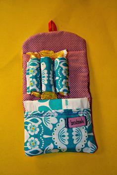 Por fin tengo mi carterita zun zun  preparada!         Os animo a todas a coserla! Es fácil de hacer y queda fenomenal!!               N...