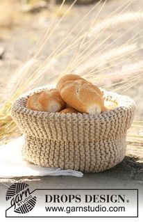 """Farmer's Delight - Knitted DROPS breadbasket in 1 thread """"Ice"""" or 2 threads """"Paris"""". - Free pattern by DROPS Design Drops Design, Easy Knitting Projects, Yarn Projects, Knitting Patterns Free, Free Knitting, Free Pattern, Crochet Patterns, Crochet Design, Magazine Drops"""