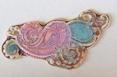 Handmade Porcelain pendant  pink  brown and turquoise por Majoyoal