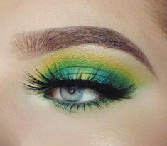 Blue green yellow halo eye green shadow yellow shadow blue shadow nyx ultimate b. Yellow Eye Makeup, Bright Eye Makeup, Colorful Eye Makeup, Makeup For Green Eyes, Nyx Brights Palette, Nyx Eyeshadow Palette, Eyeshadow Makeup, Blue Eyeshadow Looks, Bright Eyeshadow