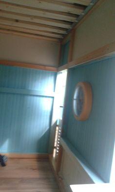 Die Latten wurden nach oben gesetzt um mehr Platz unter dem Bett zu haben.