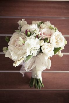 love the tiny touches of pink in the rosebuds of this bouquet