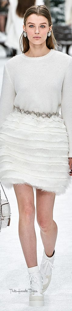 2020 Fashions Womens and Man's Trends 2020 Jewelry trends – 2020 Womens fahsions trends and 2020 man's trends fahsion Couture Chanel, Couture Fashion, Fashion Show, Fashion Trends, Fashion Inspiration, Coco Chanel Mademoiselle, Gabrielle Bonheur Chanel, Mode Chanel, Chanel Chanel
