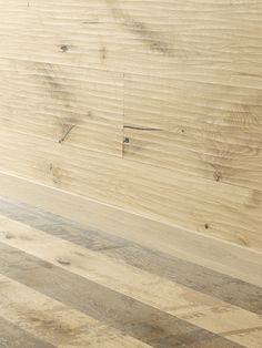Very vivid character! All Riva Mezzo products are brushed and have a large bevel alongside. Natural Wood Flooring, Hardwood Floors, Natural Structures, Wood Surface, Natural Oils, Mafia, Contemporary Design, Woods, Grunge