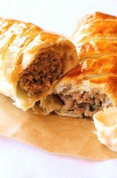 Low FODMAP Recipe and Gluten Free Recipe - Posh sausage roll    http://www.ibs-health.com/low_fodmap_posh_sausage_roll.html