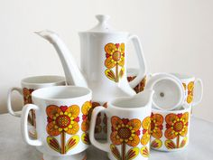 Amazing Seven Piece Retro Kitsch 1960s Flower Power Tea/Coffee Set