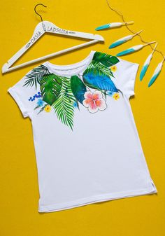 Hand painted Floral T-shirt with: Jungle. Size M is ready to ship! Fabric Paint Shirt, Paint Shirts, T Shirt Painting, Fabric Painting, Tshirt Painting Ideas, Fabric Paint Designs, Painted Clothes, T Shirt Diy, Diy Clothing