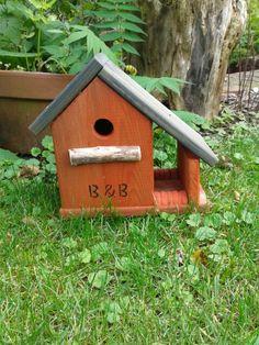 Vogelhuisje met voederbakje