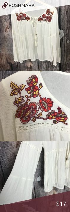 Takara boho blouse In euc size med cute flare sleeves elastic hem Greta for the fall off white Takara Tops Blouses