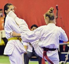 Female Martial Artists, Martial Arts Women, Kyokushin, Karate Girl, Girl Fights, Art Women, Weapon, Kicks, Sexy