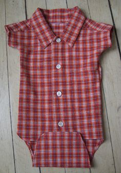 Sewing Baby baby onsie from boy's shirt - View details for the project Boy's Shirt Recycled as Baby Onesie on BurdaStyle. Baby Sewing Projects, Sewing For Kids, Sewing Clothes, Diy Clothes, Baby Boy Outfits, Kids Outfits, Diy Vetement, Baby Kids Clothes, Baby Crafts