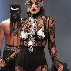 Show Céline Antunes et Erwann Palumbo pour Schwarzkopf Professional France stylisme: Laura de Villebonne model: Camille Sergent photo: Daniel Garcia
