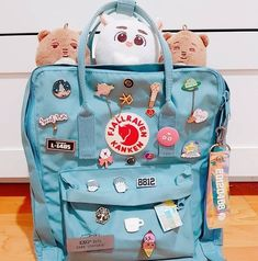I would never bring this backpack outside if I really meant to put these pins on tbh rớt là tiêu luôn . Mochila Kanken, Mochila Kpop, Mochila Jansport, Mini Mochila, Kånken Rucksack, Kanken Backpack, Backpack Bags, Backpack With Pins, Backpack With Patches