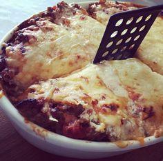 In diesem Rezept zeige ich Dir, wie schnell und einfach Du eine Low-Carb Lasagne mit Kohlrabi machst die besser als das Original schmeckt!