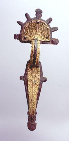 DINASTÍAS | Los Foros de la Realeza • Ver Tema - Joyas Medievales Visigothic fibula from Toledo,España