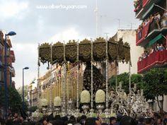 el Domingo de Ramos de la Semana Santa sevillana en 2012 estuvo marcado por la lluvia, en la tarde no salió ninguna hermandad, solo pasadas las 6 de la tarde cuatro cumplieron la estación de penitencia
