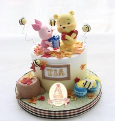 Pooh and Piglet cake Winnie The Pooh Themes, Winnie The Pooh Cake, Toddler Birthday Cakes, Birthday Cake Girls, Baby Shower Deco, Baby Shower Cakes, Fancy Cakes, Cute Cakes, Piglet Cake