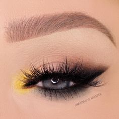 eye makeup how to wear yellow on the eyes: black smokey cat eye wing + pop of color in the . how to wear yellow on the eyes: black smokey cat eye wing + pop of color in the inner corner Smokey Cat Eye, Smokey Eye Makeup Look, Makeup Eye Looks, Cat Eye Makeup, Eye Makeup Tips, Eyeshadow Makeup, Makeup Ideas, Pop Of Color Eyeshadow, Yellow Eyeshadow