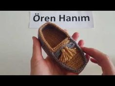 Converse Booties Making - Converse Booties Execution Video, Canım Anne - Yo . Video, shoes not in english Crochet Baby Sneakers by Croby Patterns - Salvabrani Watch this free video tutorial to learn how to make it booties sandals gift for a baby girl on Booties Crochet, Baby Booties, Knit Crochet, Baby Converse, Crochet Baby Clothes, Crochet Baby Shoes, Crochet Patron, Baby Sneakers, Crochet Videos