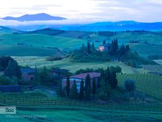 The much photographed Il Belvedere farmhouse near San Querico d' Orcia, Tuscany, just as the sun is starting to appear. Tuscany, San, Mountains, Nature, Beautiful Places, Travel, Naturaleza, Viajes, Tuscany Italy