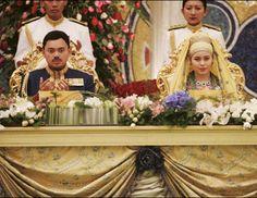 El príncipe Al- Muhtadee Billah, heredero del Sultán de Brunei, se casó a los 17 años con Sarah Pengiran Salleh en Nurul Iman Palace en Bandar Seri Begawan, Brunei.  La boda se estima que costó 2.8 millones de libras y estuvo llena de puras extravagancias. En un futuro el príncipe será el sultán número 30 de Brun