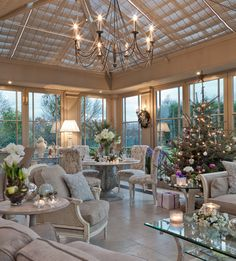 11 stunning Christmas dining decoration ideas 2018 that will make all the family member impress and happy on the dinner time. Conservatory Interiors, Conservatory Decor, Conservatory Ideas Interior Decor, Christmas Tree Decorating Tips, Interior And Exterior, Interior Design, Dining Decor, My Dream Home, Beautiful Homes