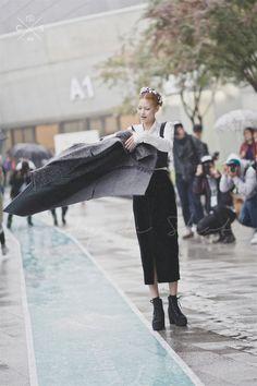 Seoul Fashion Week 2015 S/S Street style!!! #model #offduty #JungHoYeon 정호연