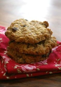 Share this article...00130000 Serve these for a seasonal afternoon treat with a cold glass of milk. They combinethe warm Christmas sweet spiceflavours with a soft oaty cookie texture. Makes approximately 20.  Share this article...00130000