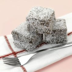 Bake up a storm January 26 with this Australia Day Lamingtons recipe! Chocolate Marshmallow Cake, Chocolate Marshmallows, Love Chocolate, Chocolate Cake, Australian Party, Australian Food, Australian Recipes, Aussie Food, Coco