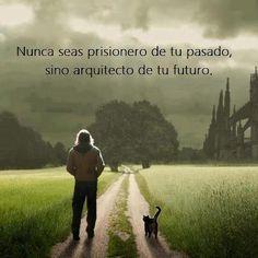 No seas prisionero de tu pasado, sino arquitecto de tu futuro.alex