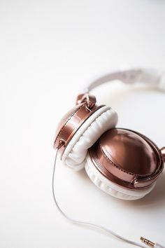 Match your headphones to your rose gold iPhone with a coat of metallic paint. | 24 Gorgeous DIYs That Go For The Gold