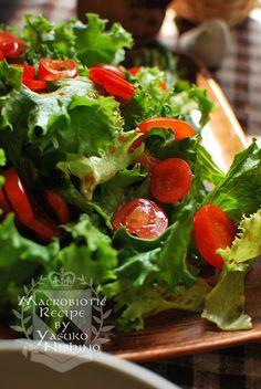 実は、真夏よりも秋のほうが、ぐっと味が良くなるレタス。 秋が食べどきなのですね~♪ サラダは秋が美味しいというわけなのです。 同じ野菜でも、季節ごとに変化する。 こういう変化を感じ取っていくことも、身体との対話につながっていきますね。