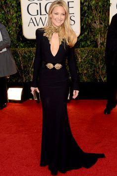 Outra de McQueen preto: Kate Hudson também no time da manga comprida glamurosa e cabelo solto, que não valorizou a gola trabalhada do vestido