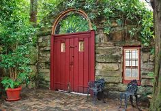 beautiful garden door. I would so love to be able to do this in my back yard!