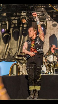 Brent Smith Shinedown, Rock Style Men, My Man, Music Is Life, Music Bands, Heavy Metal, Rock And Roll, Fangirl, Eye Candy