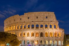 Colosseo at night - No comment... Travel Checklist, Travel Tips, Find Cheap Flights, Pisa, Trip Planning, Traveling By Yourself, Tower, World, Buildings