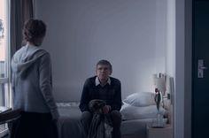 FLORA Y FAUNA (FLORA I FAUNA) Piotr Litwin • Drama • Polonia • 2013 • 30 min // Jan es un maestro que decide comprar la virginidad de una joven. Marysia, de 15 años, decide vender su primera vez. Se encuentran y van a un hotel a cumplir su contrato, pero algo sale mal.