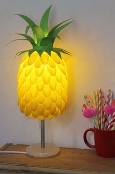 Funky Pineapple Lamp made from plastic spoons, how fun! Plastic Spoon Lamp, Plastic Spoon Crafts, Plastic Bags, Plastic Bottles, Pineapple Lamp, Spoon Art, Art Diy, Paper Crafts, Diy Crafts