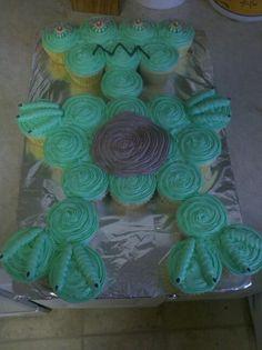 Jacksons alien cupcake cake