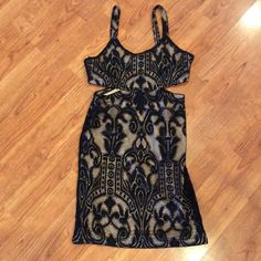 Lovers + Friends NWOT Small Lace Dress Amazing!!! Lovers + Friends Dresses Mini